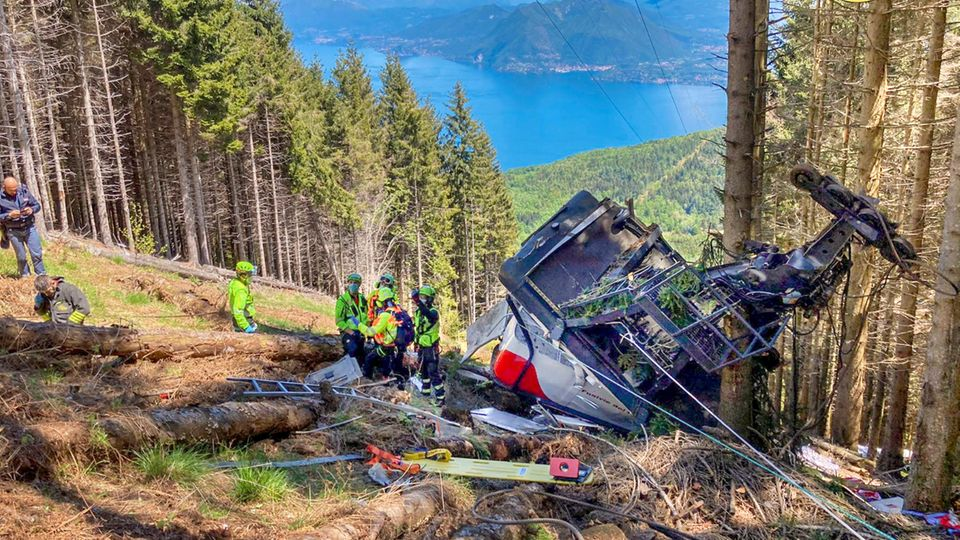 Bei dem tragischen Gondelabsturz in Stresa am Lago Maggiore verloren Eitans Eltern und sein Bruder ihr Leben