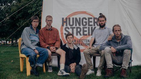 """Protest gegen Klimakatastrophe: """"Ich habe Angst um meinen Sohn. Er wird den Hungerstreik nicht abbrechen"""""""
