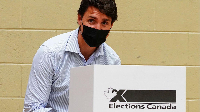 Justin Trudeau, Premier von Kanada und Chef der Liberalen Partei, gibt in seinem Wahlbezirk Papineau seine Stimme ab