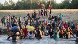Unter den Augen von US-Grenzschützern kehren haitianische Flüchtlinge durch den Rio Grande zurück nach Mexiko