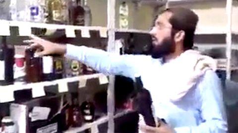 Taliban finden Alkohol-Vorrat –und nutzen ihn für Propaganda-Zwecke