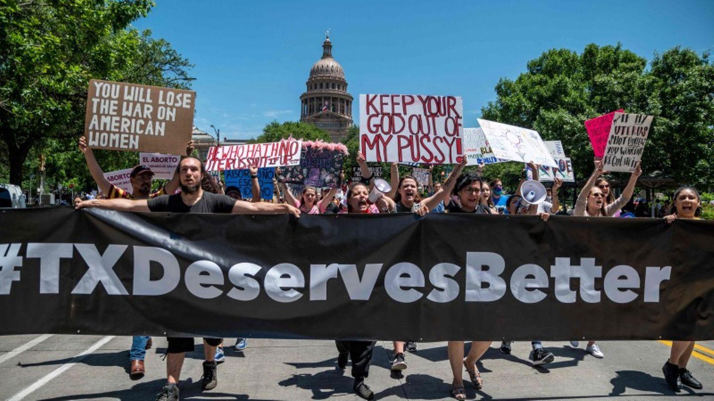 Menschen protestieren vor dem Kapitol gegen das neue strikte Abtreibungsgesetz in Texas