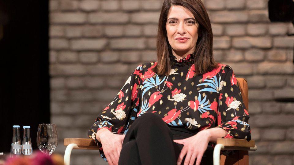Nach Triell-Szene:  Linda Zervakis zeigt sich im Micky-Maus-Pullover