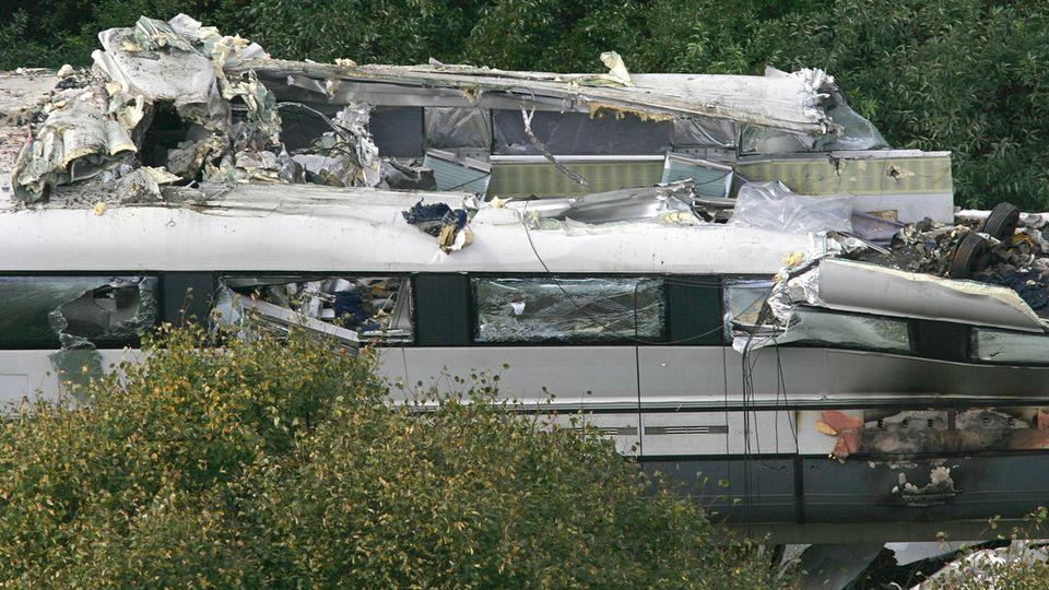Bei dem Unfall wurde das Dach des ersten Waggons vom Transrapid aufgerissen