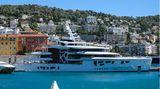 Motoryacht im Hafen von Nizza