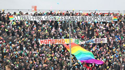 """St.Pauli Fans gegen Sexismus"" Banner am Millerntor-Stadion"