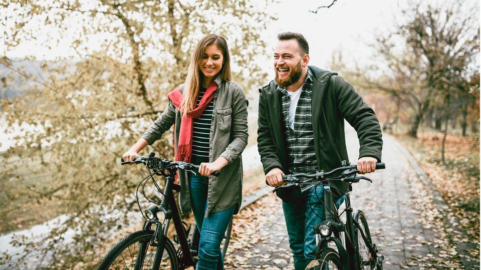 Beschichtete Sattelüberzüge undhelle Frontlichter könnendie Sicherheit und den Komfort von Fahrradfahrern erhöhen.