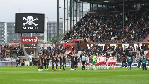 DasMillerntorstadion des FC St. Pauli vor dem Spiel gegen Jahn Regensburg