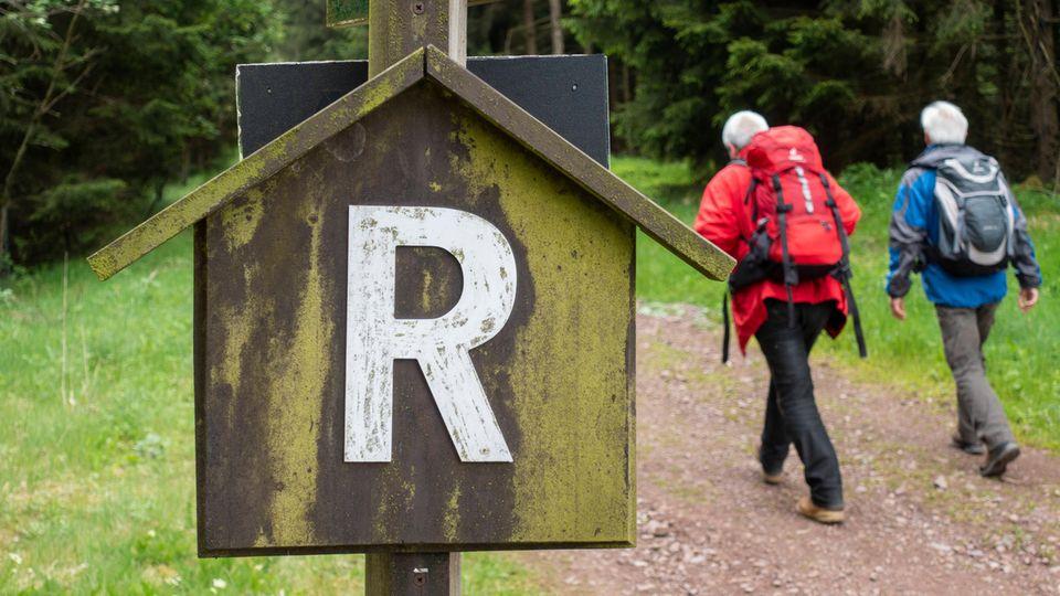 Das R markiert den Rennsteig