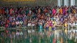 Ein hinduistischen Fest unter Autobahnbrücke