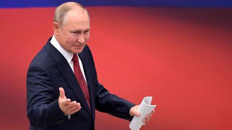 Wladimir Putin ist zwar offiziell parteilos. De facto führt er jedoch die Regierungspartei Einiges Russland an.