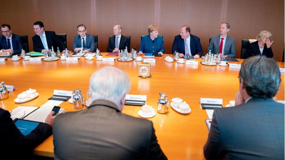 Das Bundeskabinett während einer Sitzung im Bundeskanzleramt