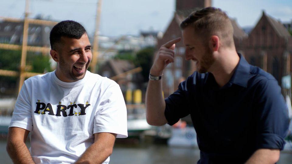 Spencer Sullivan (r.) mit Abdulhak Sodais in Bremen, wo Sodais derzeit lebt