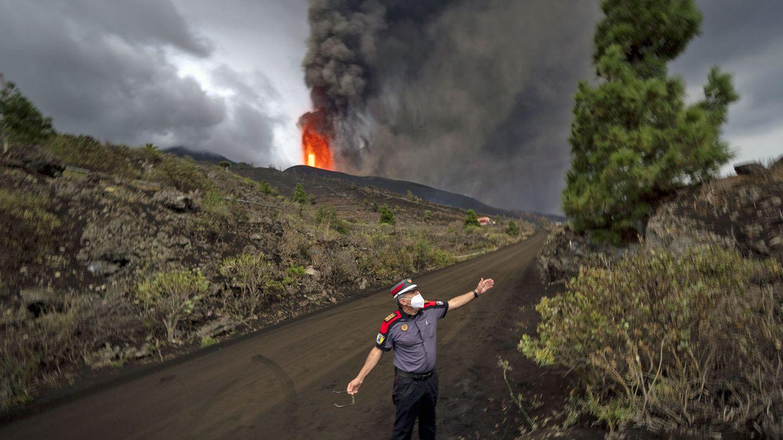 Der Lava speiende Vulkan Cumbre Vieja im Süden der Kanareninsel La Palma