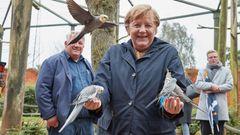 Farblich passend zu Jacke und Jackett gab es in Marlowauch grau-gelbe Vögel.