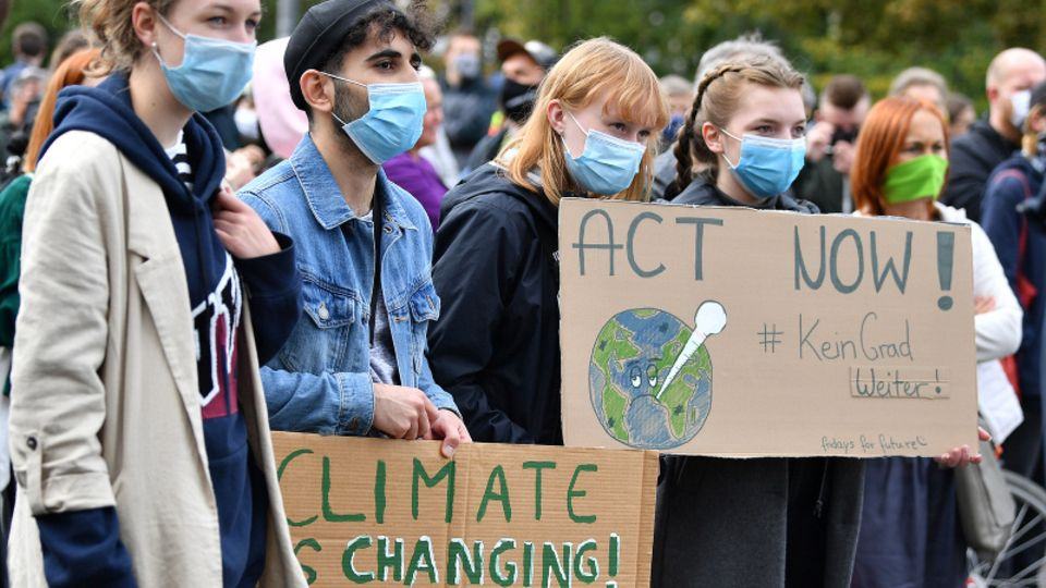 """""""Act Now!"""": Junge Leute protestieren in Erfurt fürs Klima"""