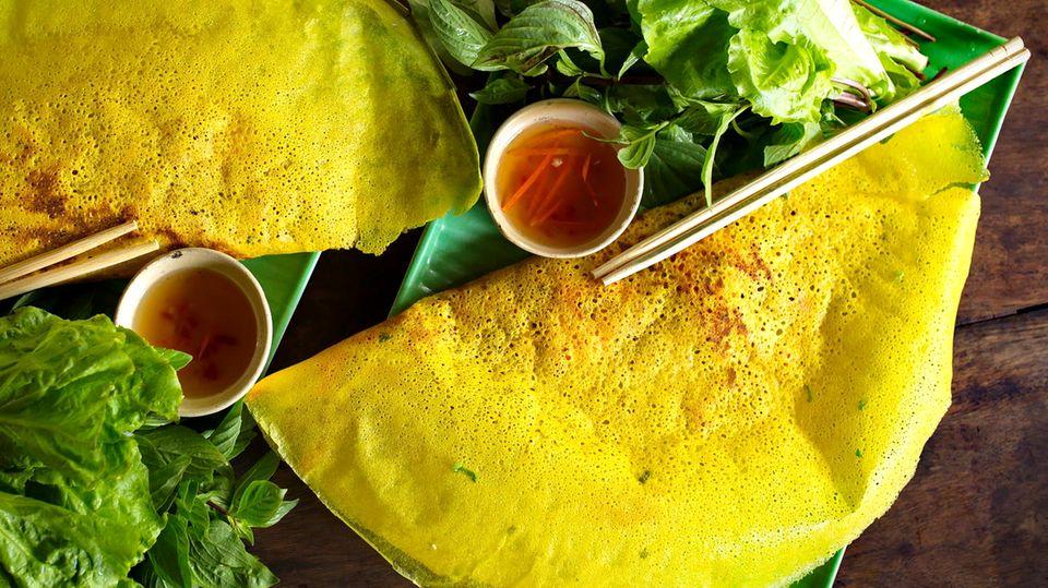 Rezept Banh Xeo: Denise Wachter zeigt, wie einfach der vietnamesische Pfannkuchen gelingt.