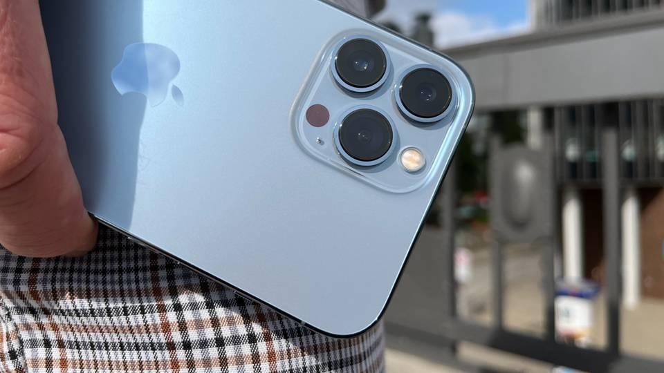 Das neue Kamera-System mit überarbeiteter Weitwinkel-, Ultraweitwinkel-und Telelinse ist ganz klar der Star des iPhone 13 Pro Max