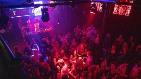 Feiernde in der DiskothekBitterzoet in Amsterdam