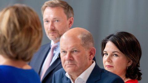 """""""Verschiebung von Mitte-Rechts nach Mitte-Links"""" – Politiker und Nutzer äußern sich zu ersten Wahlprognosen"""