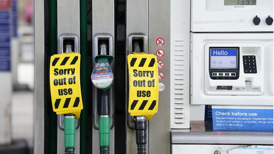Eine Tankstelle in Sheffield, die wegen Kraftstoffmangel geschlossen ist