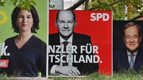Wahlplakate Baerbock, Scholz und Laschet