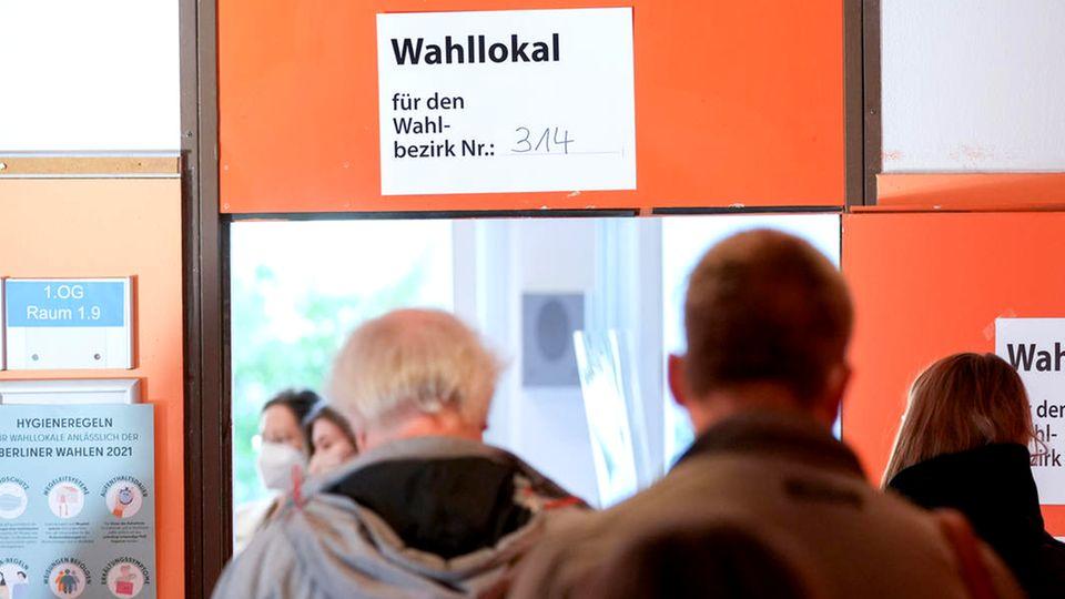 Berlin: Wähler fordern Neuwahlen in Berliner Wahlchaos Bezirken