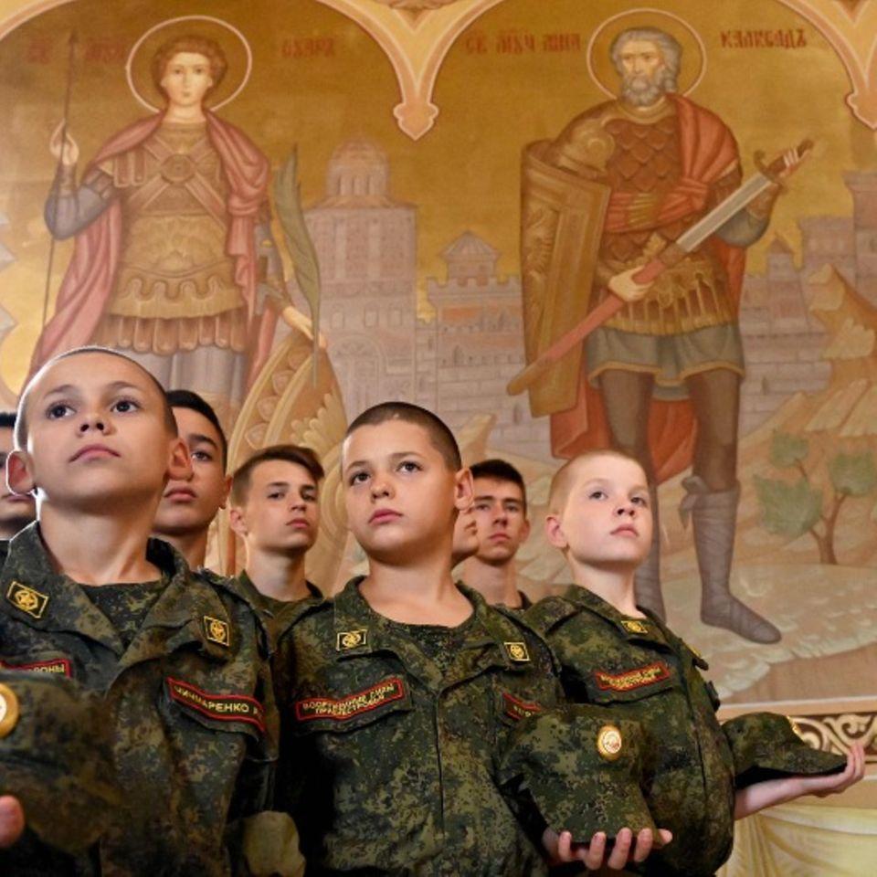 Bender, Transnistrien. In dem Möchtegern-Staat, der eine unter russischer Kontrollestehende Abspaltung von Moldawien ist, funktioniertder alte Bund zwischen Kirche und Militär noch. Die jungen Kadetten einer Militärschule würdigen an diesem Tag den russischen Nationalhelden und Heiligen der orthodoxen Kirche, Alexander Newski.