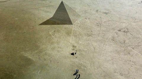 Pyramide am Nordseestrand? Künstler zaubert riesige Illusionen in den Sand