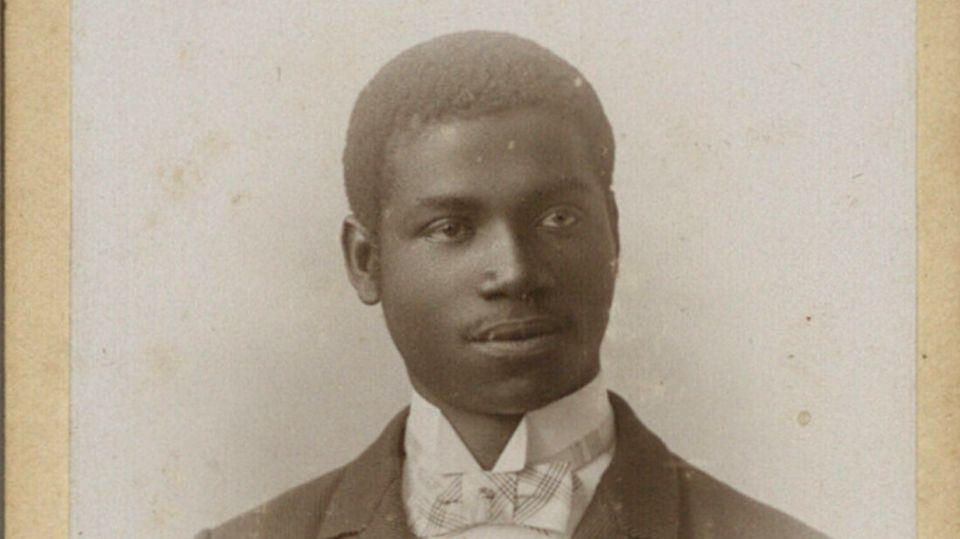 Porträt von Rudolf Duala Manga Bell, ca. 1892, Hoffotograf J. van Daalen