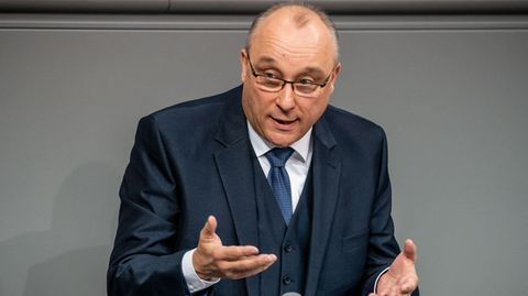 Der Verfassungsschutz in Sachsen hat den früheren Richter Jens Maier als rechtsextrem eingestuft