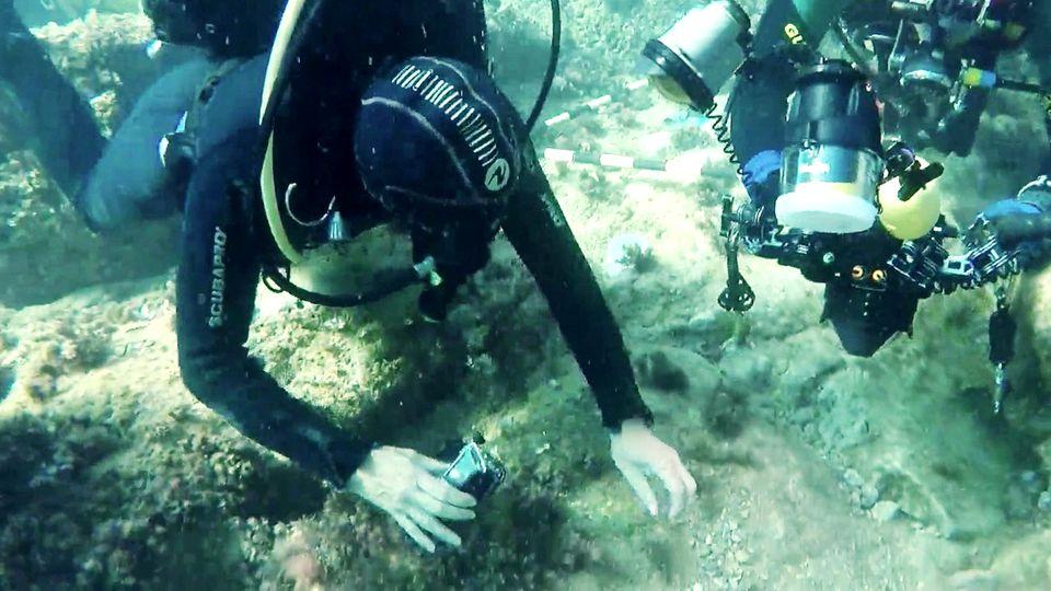 Taucher finden römischen Goldschatz mit alten Münzen