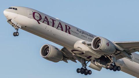 Jet von Qautar airways beim Start