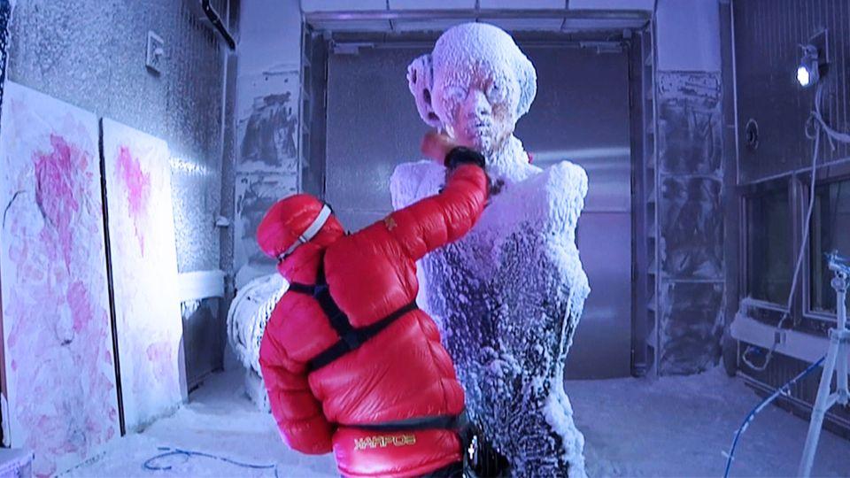 Künstler erschafft Werke in arktischer Kälte