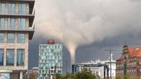 Das Videostandbild zeigt einen Tornado am frühen Mittwochabend über Kiel.