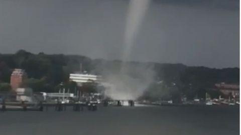 Umgeknickte Bäume, abgedeckte Dächer und ins Wasser gerissene Menschen: der Tornado von Kiel