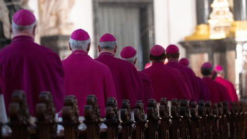 Bischöfe nehmen am Eröffnungsgottesdienst der Herbstvollversammlung der Deutschen Bischofskonferenz teil