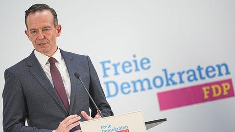 FDP-Generalsekretär Volker Wissing vor dem aktuellen FDP-Logo