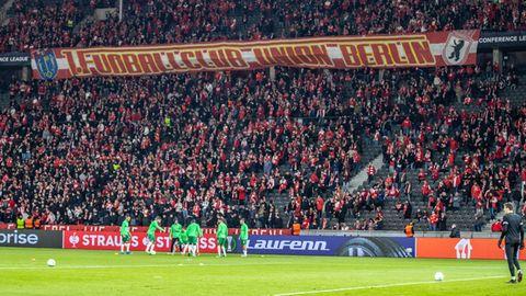 Fans von Union Berlin beim Europa-League-Spiel gegen Maccabi Haifa im Olympiastadion