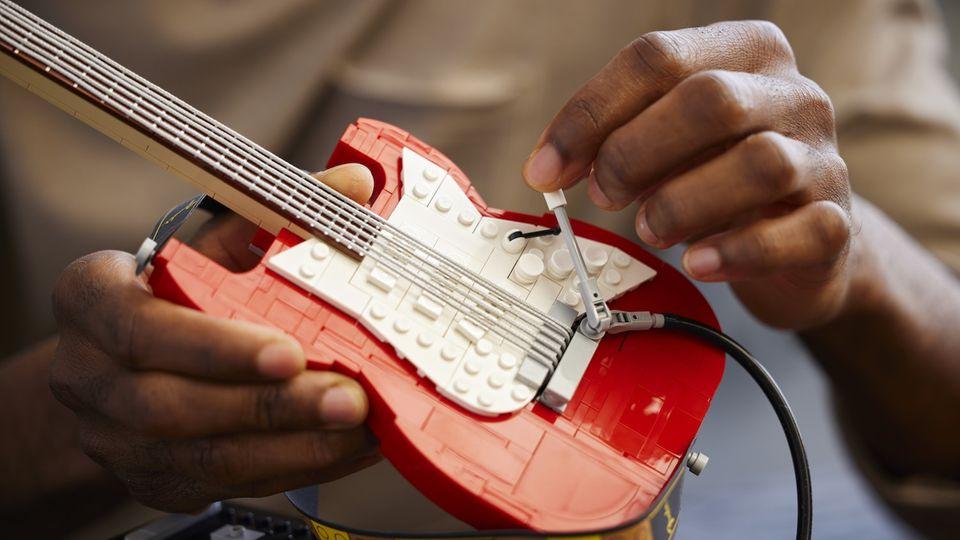 Lego Neuheiten 2021: Der Lego Fender Stratocoaster ist seit dem 1. Oktober erhältlich