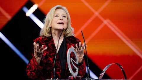 Kabarettistin Maren Kroymann redet auf der Bühne beim Deutschen Comedypreis
