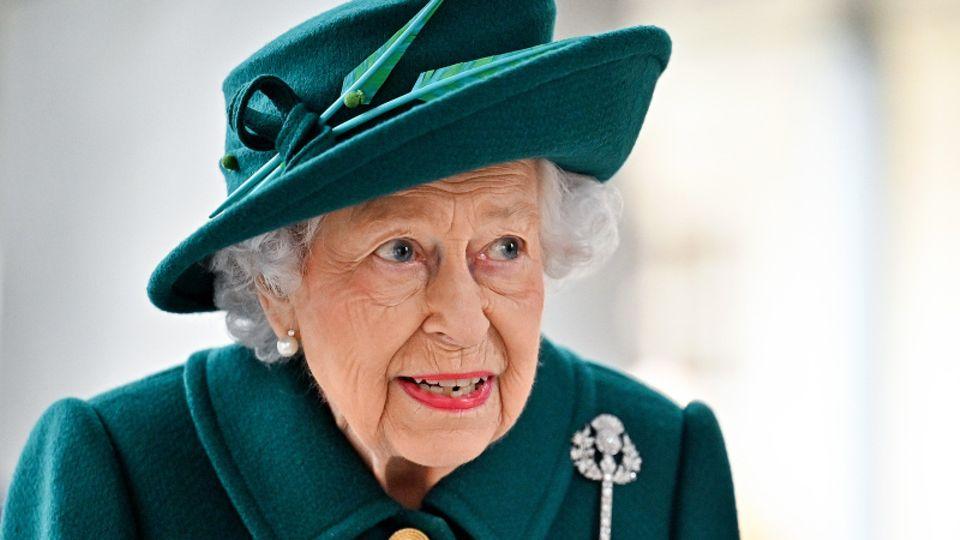 Queen Elizabeth II. sprach vor dem schottischen Parlament und erinnerte dabei an Prinz Philip