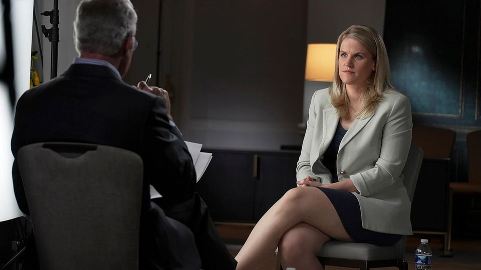Facebook-Whistleblowerin Frances Haugen im Interview mit dem TV-Sender CBS