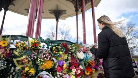 Blumen zum Gedenken an die ermordete Londonerin Sarah Everard