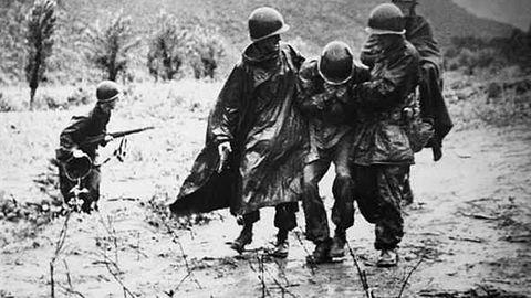 Die US-Marines zogen sich auf einer Straße zurück, die Chinesen beherrschten die Hügel der Umgebung.
