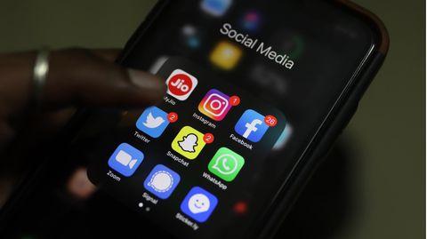 Handy mit Facebook und Whatsapp