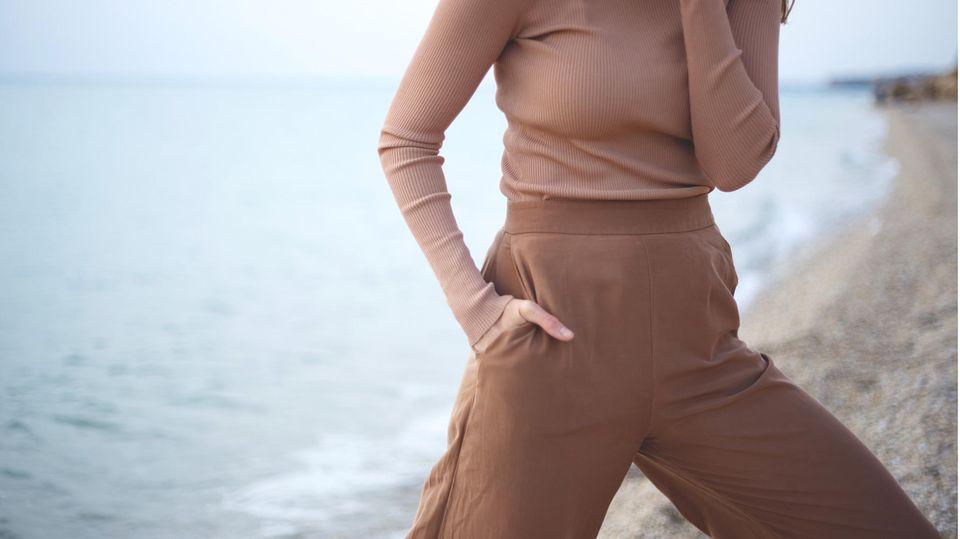 Hohe Taille und weites Bein— Strickhosen sind gemütlich und elegant zugleich