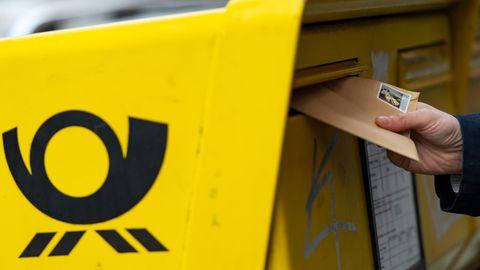 Die Deutsche Post will die Porto-Kosten für den Briefversand erhöhen (Symbolfoto)