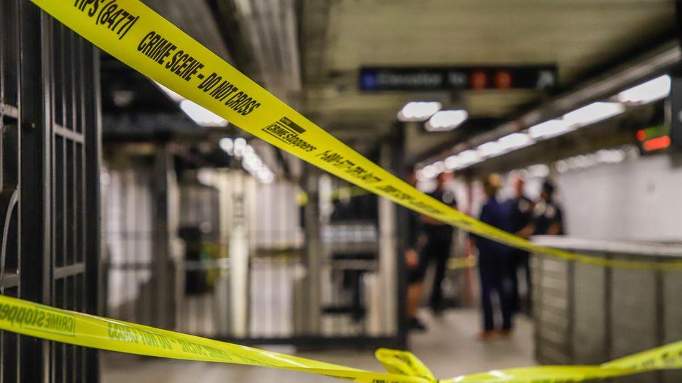Ein Absperrband der New Yorker Polizei