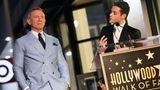 Die Schauspieler Daniel Craig und Rami Malek während einer Ansprache